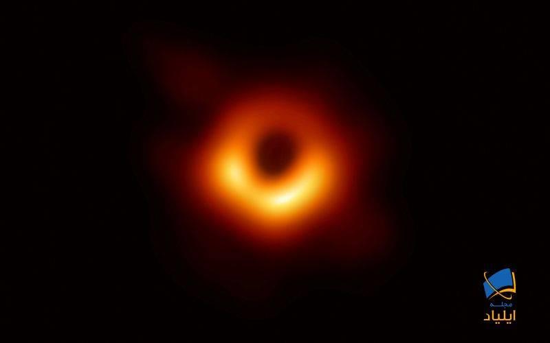 سیاهچالهها از چه چیزی ساخته شدهاند؟